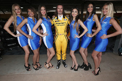 James Thompson, Lada Vesta WTCC, Lada Sport Rosneft with grid girls