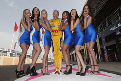 Tom Coronel, Chevrolet RML Cruze TC1, ROAL Motorsport with grid girls