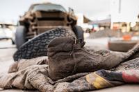 满是泥巴的赛车鞋