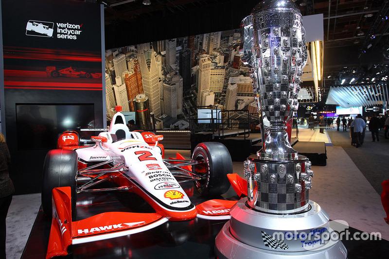 L'IndyCar de Montoya et le trophée de l'Indy500