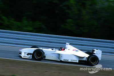 يورغ مولر يختبر سيارة بي أم دبليو للفورمولا1