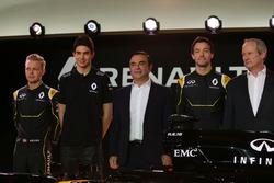 (Da sx verso dx): Kevin Magnussen, Renault F1 Team con Esteban Ocon, Renault F1 Team Test Driver; Carlos Ghosn, Presidente Renault; Jolyon Palmer, Renault F1 Team e  Jerome Stoll, Presidente Renault Sport F1