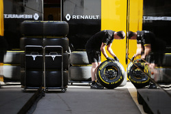 Renault Sport F1 Team mechanic with Pirelli tyres