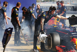 Daniil Kvyat, Red Bull Racing RB12 mit qualmenden Hinterreifen