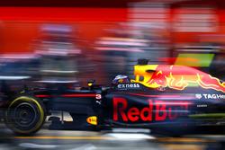 Daniel Ricciardo, Red Bull Racing tijdens pitstop
