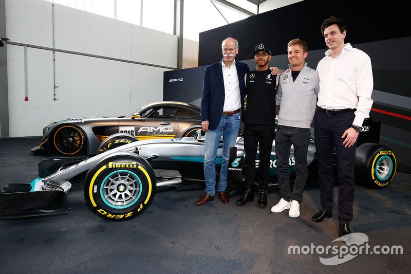 Lewis Hamilton, Mercedes AMG F1 Team, Nico Rosberg, Mercedes AMG F1 Team, Toto Wolff, Mercedes AMG F1 accionista y Director Ejecutivo y el Dr. Dieter Zetsche, Daimler AG CEO