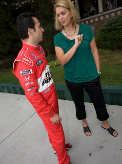 IndyCar Series 2008 contenders photoshoot: Helio Castroneves gives an interview