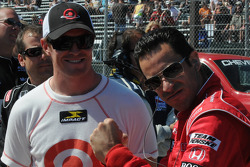 Scott Dixon et Helio Castroneves en train de rire