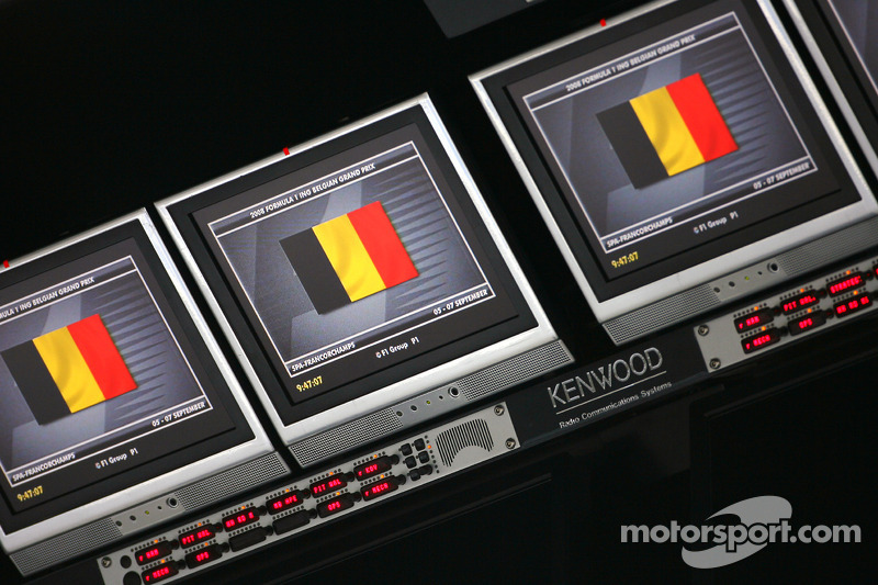 McLaren Mercedes pitwall screens