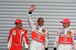 Ganador de la pole Lewis Hamilton, McLaren Mercedes, segundo lugar Felipe Massa, Scuderia Ferrari, tercer lugar Heikki Kovalainen, McLaren Mercedes