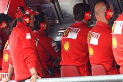 Michael Schumacher, Test Driver, Scuderia Ferrari on the pitwall