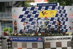 Podio: champán de Valentino Rossi y Nicky Hayden, Jorge Lorenzo