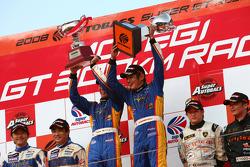 Podium GT300: les vainqueurs Manabu Orido et Tsubasa Abe