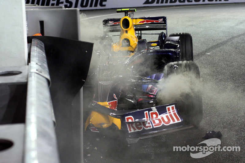 Mark Webber, Red Bull Racing wrecked car