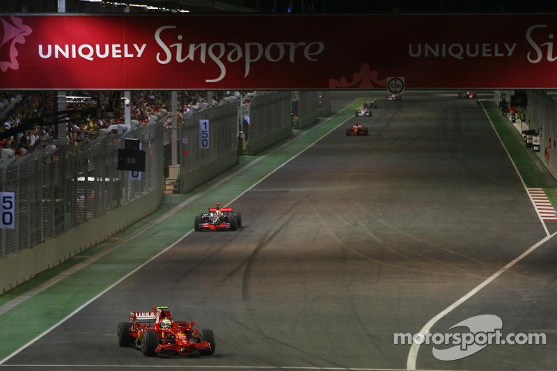 Felipe Massa, Scuderia Ferrari, F2008; Lewis Hamilton, McLaren Mercedes, MP4-23