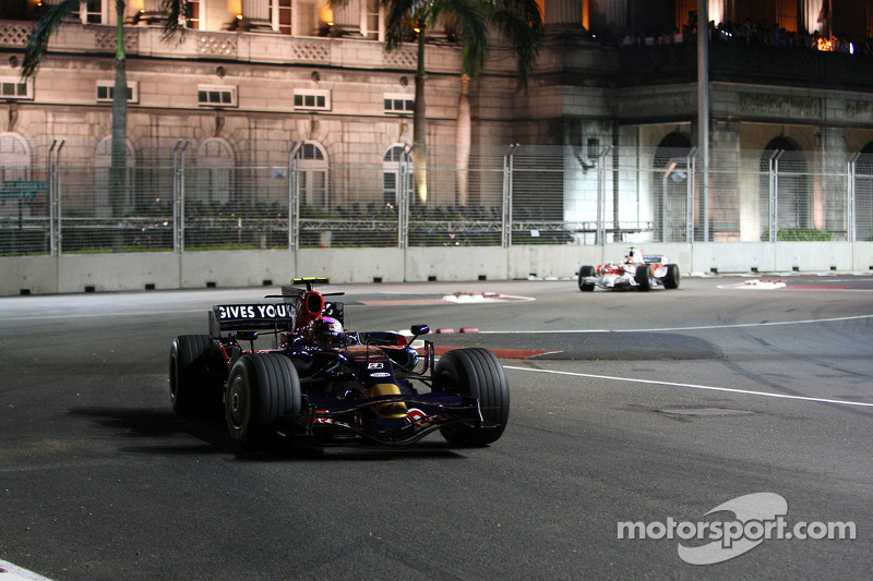 Sebastian Vettel, Scuderia Toro Rosso, STR03; Timo Glock, Toyota F1 Team, TF108