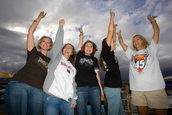 Fans cheer at Lowe's Motor Speedway