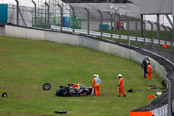 A heavy crash for David Coulthard, Red Bull Racing