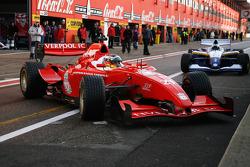 #21 Adrian Valles - Liverpool FC HiTech Racing; #19 Duncan Tappy - Tottenham Hotspur GTA Motor