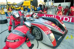 Pit stop for #1 Audi Sport North America Audi R10 TDI: Emanuele Pirro, Christijan Albers