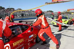 Pit stop for #62 Risi Competizione Ferrari F430 GT: Mika Salo, Jaime Melo