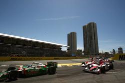 Race start: Tony Kanaan (Andretti Green Racing)