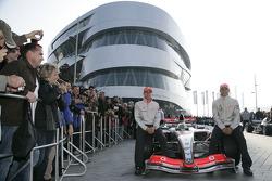 World Champion Lewis Hamilton ve his Vodafone McLaren Mercedes takım arkadaşı Heikki Kovalainen