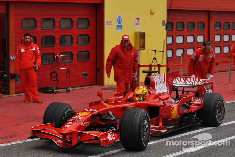 Valentino Rossi di balik kemudi Ferrari F2008 di Mugello pada 2008