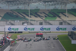 First start: Neel Jani leads the field, while Felipe Guimaraes, Narain Karthikeyan and Marco Andretti crash at the back