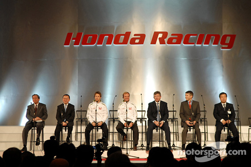 Honda President and CEO Takeo Fukui on stage with Jenson Button, Rubens Barrichello, Ross Brawn, Nick Fry and Honda Racing F1 team members