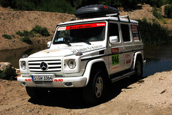 #946 Team FleetBoard Mercedes service vehicle: Ellen Lohr and Antonia De Roissard