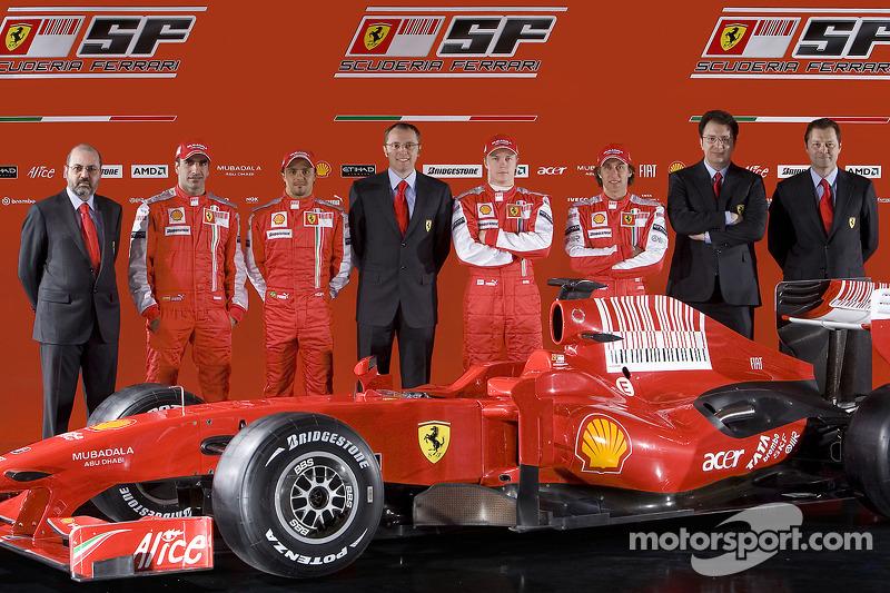 Diseñador en jefe Nicholas Tombazis, Marc Gene, Felipe Massa, director del equipo Ferrari Stefano Do