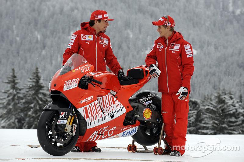 2009: Desmosedici GP9 (Кейси Стоунер и Ники Хейден)