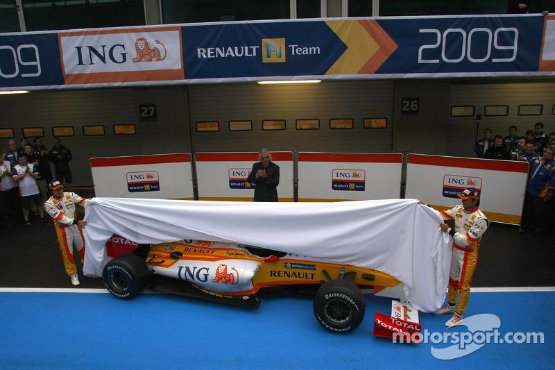Fernando Alonso, Flavio Briatore ve Nelson A. Piquet unveil yeni Renault R29
