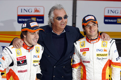 Fernando Alonso; Flavio Briatore; und Nelson A. Piquet, Renault, R29