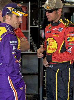 Jamie McMurray, Roush Fenway Racing Ford, Martin Truex Jr., Earnhardt Ganassi Racing Chevrolet