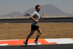 Andy Priaulx, BMW Team UK jogging around the track