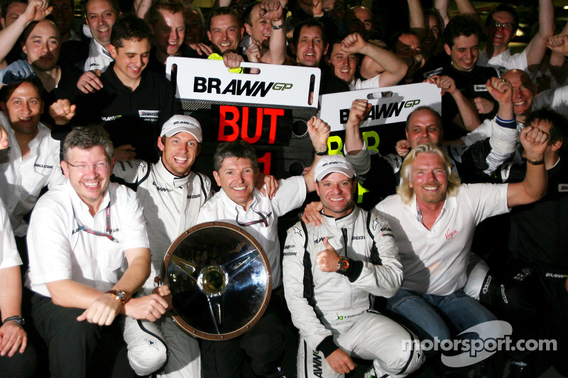 Ross Brawn, Brawn GP, Teamchef; Jenson Button, Brawn GP; Rubens Barrichello, Brawn GP; Richard Brans