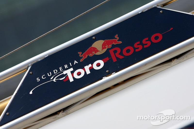 Scuderia Toro Rosso sign