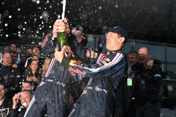 Race winner Sebastian Vettel, Red Bull Racing celebrates with Mark Webber, Red Bull Racing