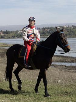 Sébastien Loeb monte à cheval