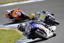 Jorge Lorenzo, Fiat Yamaha Team leads Valentino Rossi, Fiat Yamaha Team and Dani Pedrosa, Repsol Honda Team