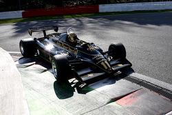 #11 Ден Коллінз (GB) Lotus 91-10, Classic Team Lotus (1982)