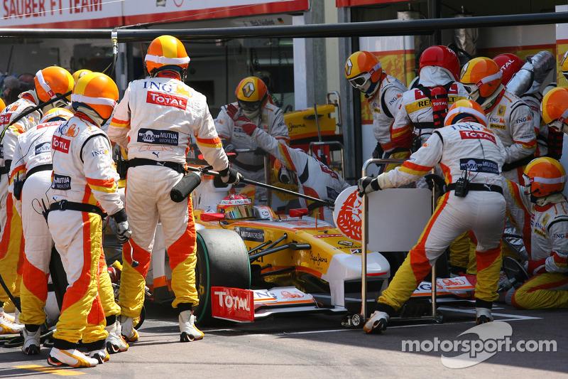 Fernando Alonso, Renault F1 Team pit stop