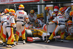 Fernando Alonso, Renault F1 Team pit stop