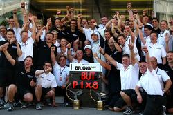 Jenson Button, Brawn GP celebrates with the team