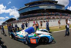 #16 Pescarolo Sport Pescarolo Judd pushed to starting grid