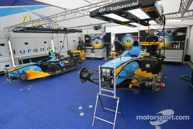 Los coches de Davide Valsecchi y Nelson Panciatici