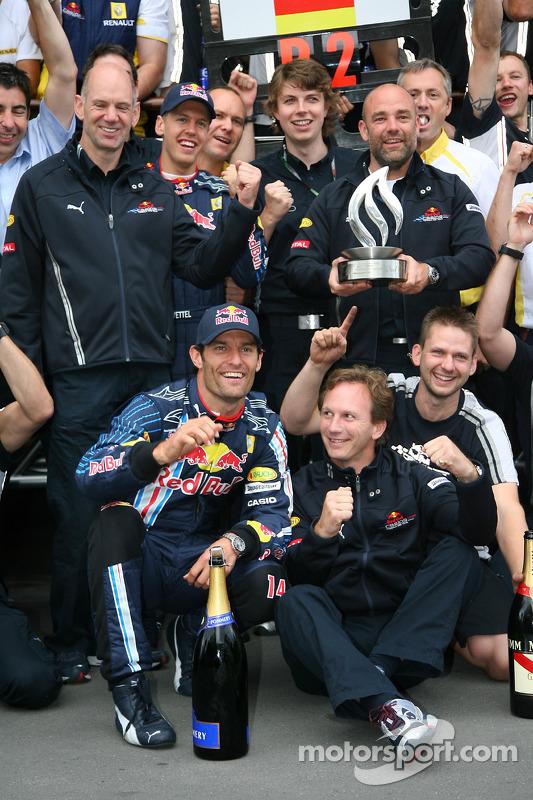 Race winner Mark Webber, Red Bull Racing celebrates with his team and Sebastian Vettel, Red Bull Racing celebrate with the team