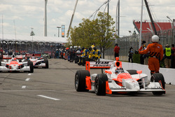 Helio Castroneves, Team Penske heads to pace laps